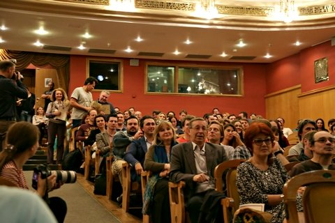 сбор труппы в Новой опере