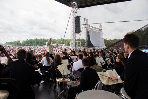 Музыканты Новосибирской филармонии выступят на взлетном поле