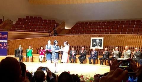 Россиянин Сергей Догадин получил вторую премию на Первом скрипичном конкурса имени Исаака Стерна в Шанхае