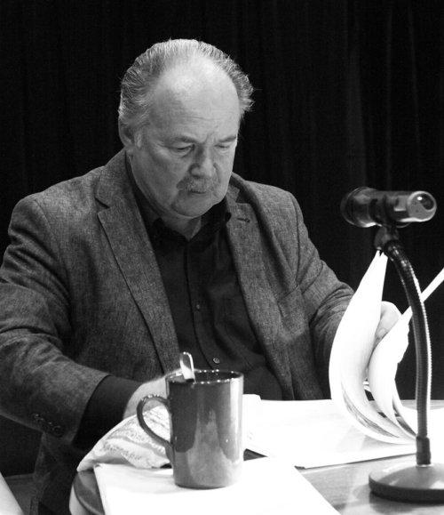 Николай Губенко - народный артист России,художественный руководитель театра.
