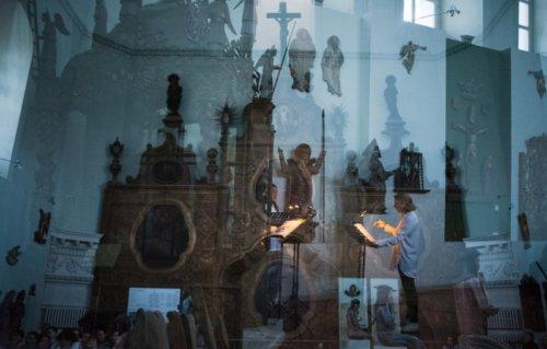 Ночной концерт в галерее. Interactive под управлением Ольги Власовой исполняет Three voices Фелдмана. Фото Никита Чунтомов